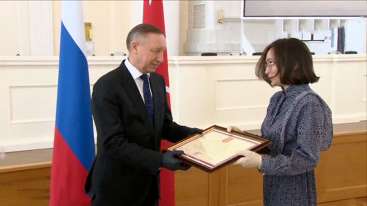 Петербургским медикам вручили награды за борьбу с COVID-19