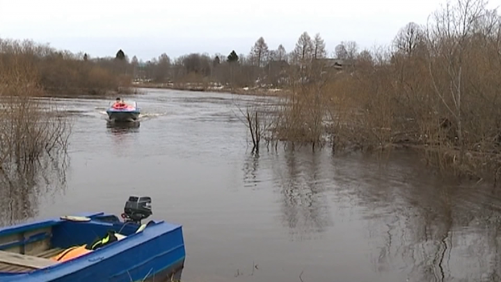 Костромские почтальоны готовы доставить пенсии на лодках