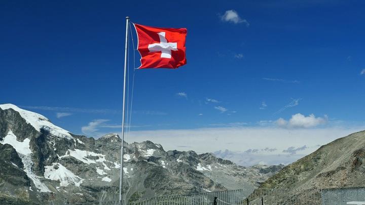 Швейцария приступила к третьему этапу смягчения ограничений из-за COVID