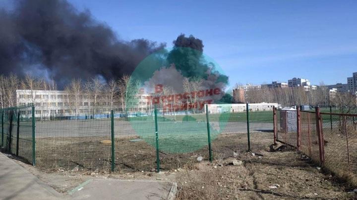 Появились подробности пожара на складе школы в Казани