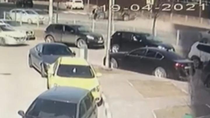 Под колесами грузовика погиб велосипедист в Казани. Видео