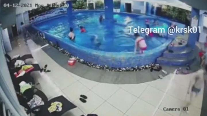 Момент гибели школьницы в аквацентре попал на видео