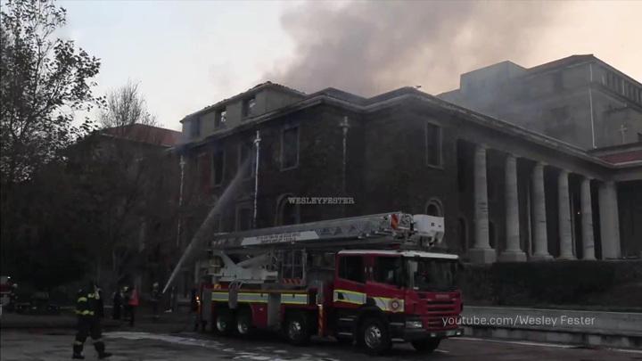 Пожар в университетской библиотеке в Кейптауне