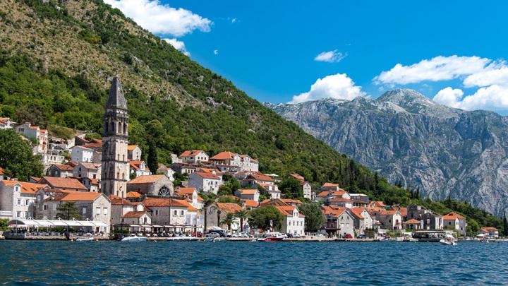 Черногория отменяет для российских туристов все ограничения