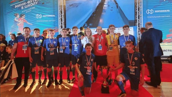 Школьная футбольная команда из донского города стала сильнейшей в стране