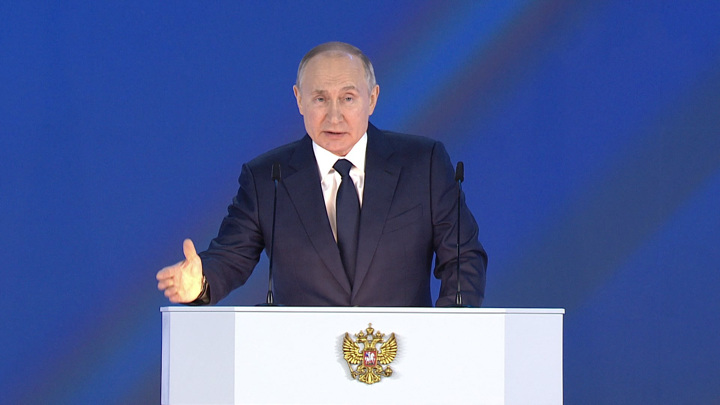 Путин предложил единовременно выплатить семьям школьников 10 тыс. рублей