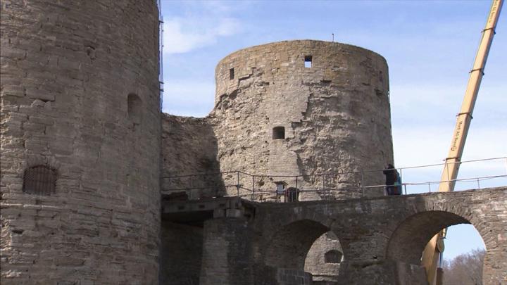 На территории древнерусской крепости Копорье начались противоаварийные работы