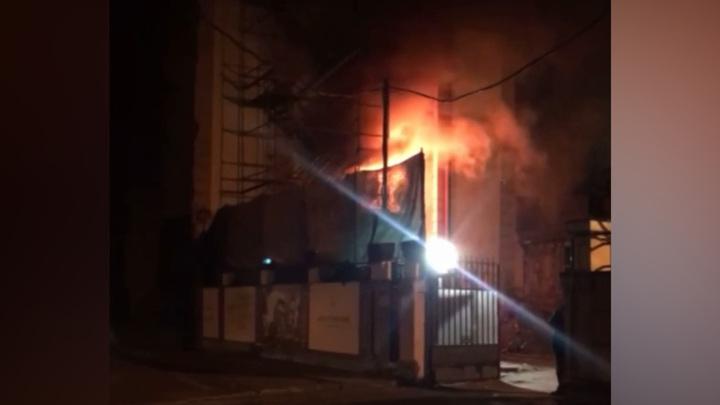 В Петербурге загорелась элитная резиденция
