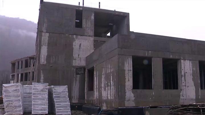 Педагогов для новых школы и детсада в Красной Поляне обеспечат муниципальным жильем