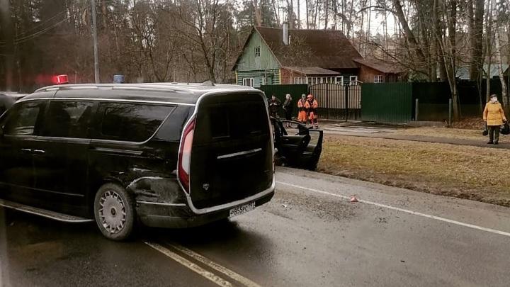 """""""Аурус Арсенал"""" попал в массовую аварию на Рублевском шоссе"""