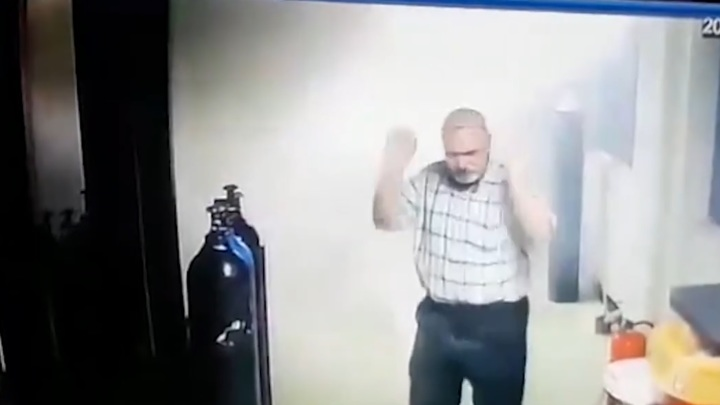 Мужчина пытался сжечь ковидную больницу в Багдаде