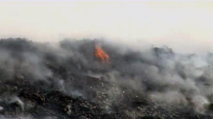 В окрестностях Биробиджана третьи сутки горит городская свалка