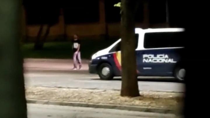 Мужчина с топором набросился на полицейских в Испании