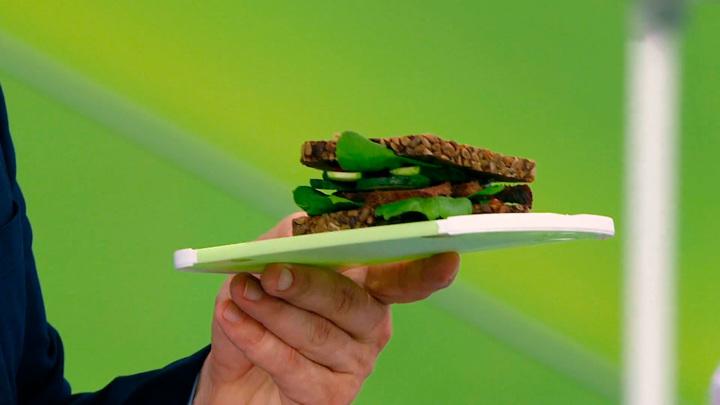 """Кадр из программы """"О самом главном"""". Чем перекусить на даче: полезный фастфуд, напитки и продукты-энергетики"""