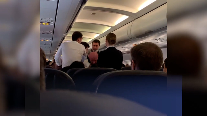 """Рейс """"Москва – Симферополь"""" был задержан из-за драки на борту"""