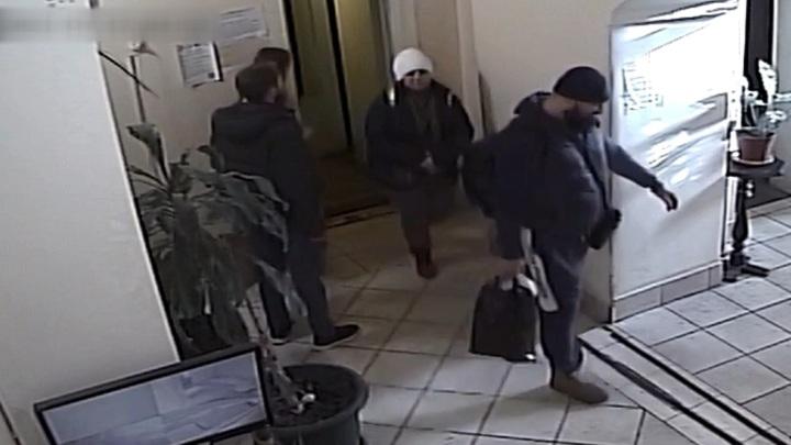 Семейная пара увела 7 млн рублей во время уборки квартиры в Москве