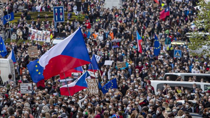 В Праге прошли акции протеста против президента Земана