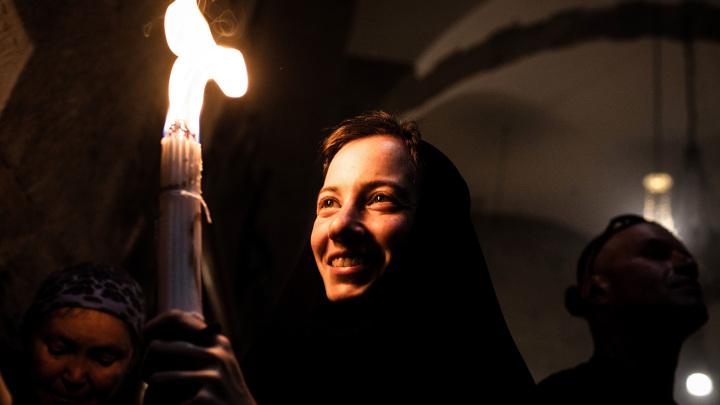 Жители Ставрополья встречают Благодатный огонь