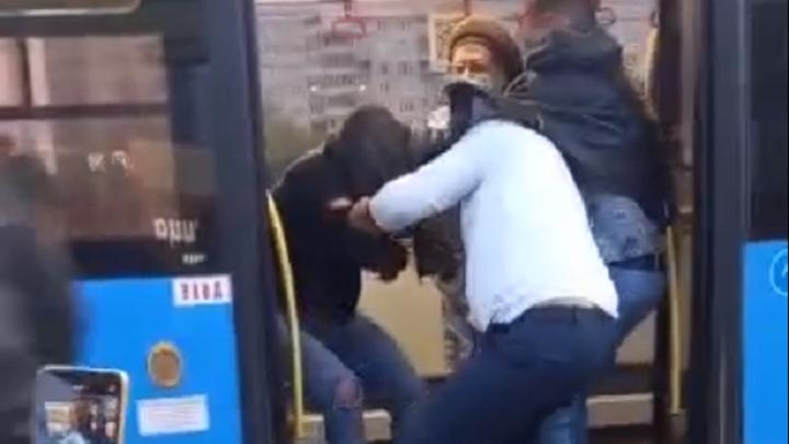 В Твери пьяные пассажиры напали на водителя автобуса