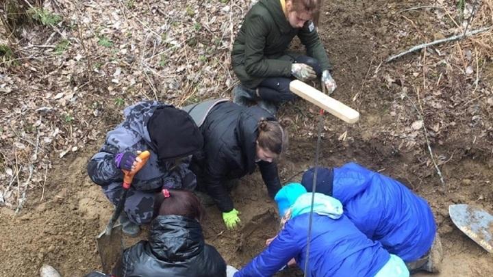 Школьники с Урала нашли останки двоих советских солдат