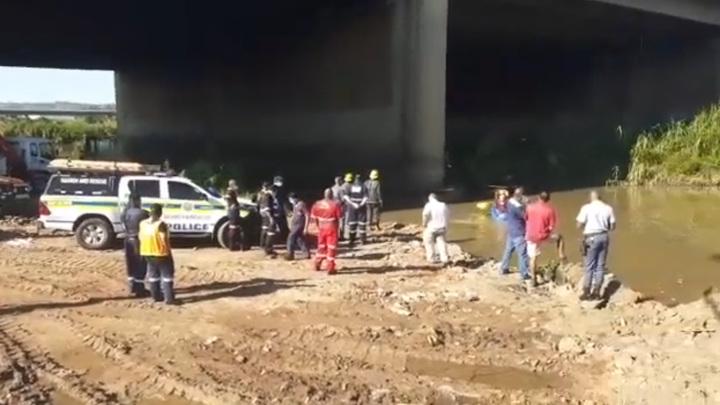 Гражданский вертолет упал в реку в ЮАР