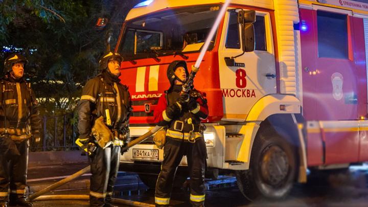 В московском торговом центре посетителей эвакуировали из-за пожара