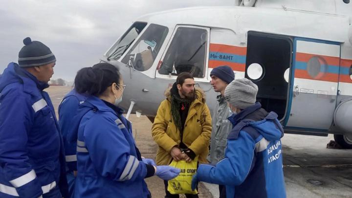 Выжившие под лавиной туристы доставлены в Иркутск