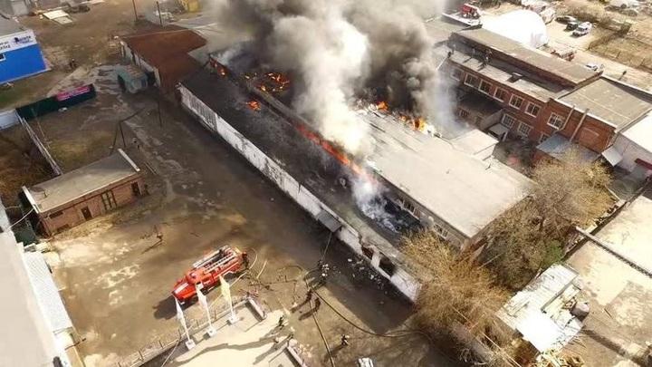 Крупный пожар на складе в Перми потушен. Видео