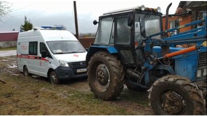 """В Чувашии трактор пришел на помощь """"скорой"""""""