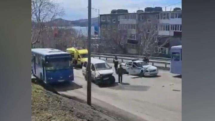 Авария с участием машины ДПС на Камчатке попала на видео