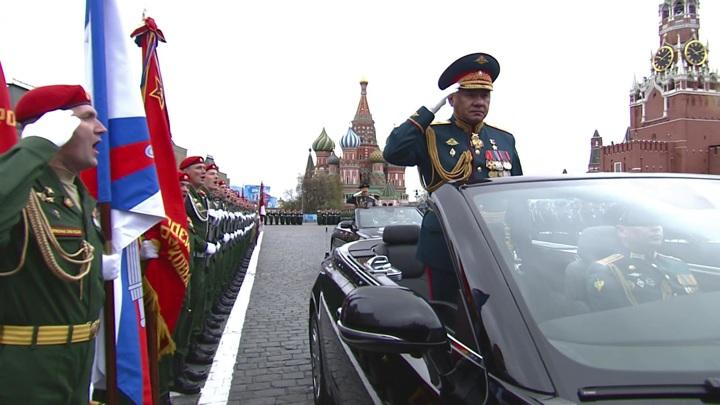 Шойгу поздравил ветеранов с Днём Победы