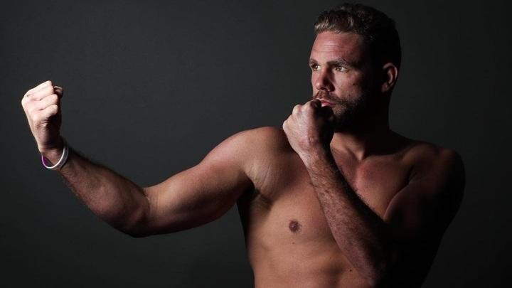 Боксер Сондерс попал в больницу после боя с Альваресом