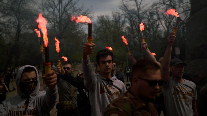 Нацистское приветствие и обыски ветеранов: День Победы в Киеве