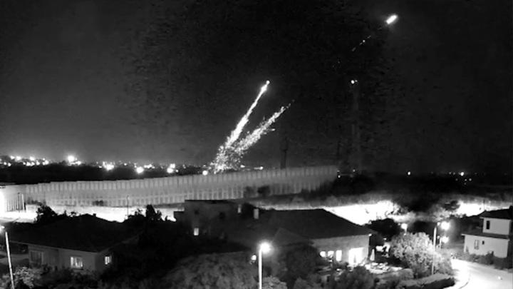 Израильские танки ударили по сектору Газа в ответ на ракетные атаки