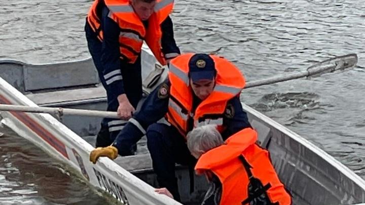 В Казани спасли женщину, упавшую с моста в реку