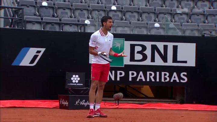 Джокович разругался с судьей, не желающим прерывать матч из-за дождя