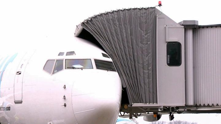 Пассажиры не смогли вылететь из Екатеринбурга в Сочи из-за неисправности самолета