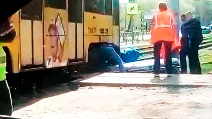 В Ярославле пожилая женщина попала под трамвай