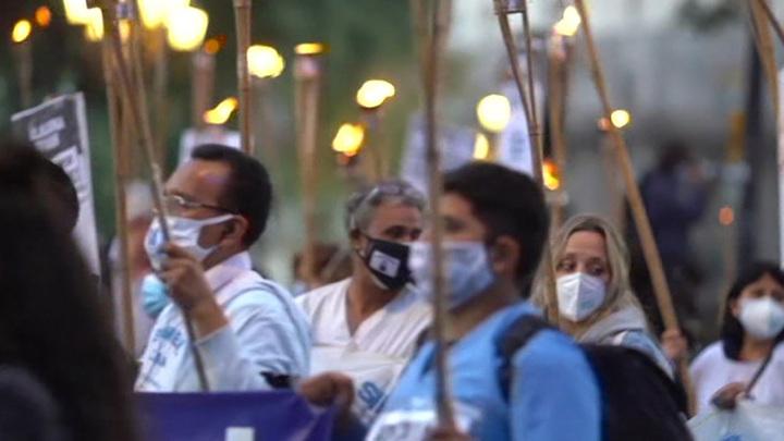 Во многих странах мира проходят демонстрации медработников