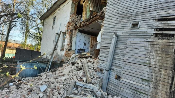 В Кадникове начали проверку по факту обрушения стены жилого дома