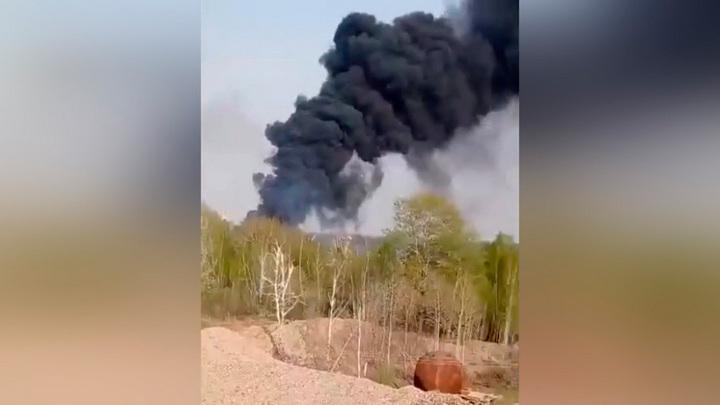 Столб черного дыма в небе под Новосибирском встревожил жителей
