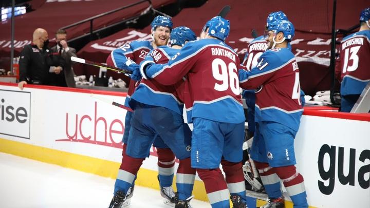 """Хоккеисты """"Колорадо"""" выиграли регулярный чемпионат НХЛ"""