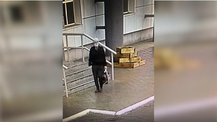 Убийца продавщицы в Иркутской области попал на видео