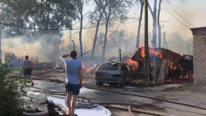 В Пермском крае сгорели десятки гаражей и бань