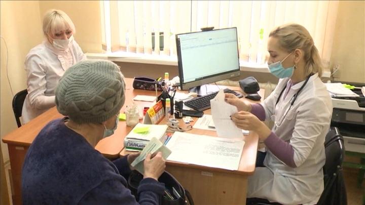В регионах РФ отменяют антикоронавирусные меры