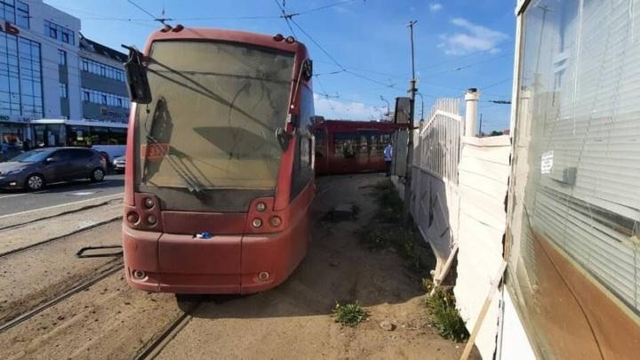 СК возбудил уголовное дело после столкновения двух трамваев в Казани