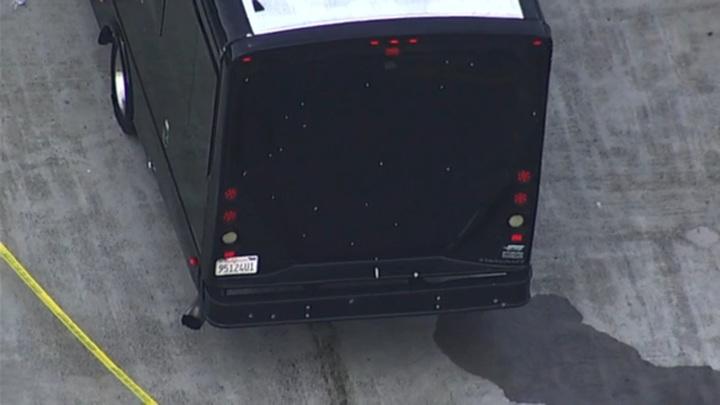 Два человека погибли в результате стрельбы по автобусу в Калифорнии