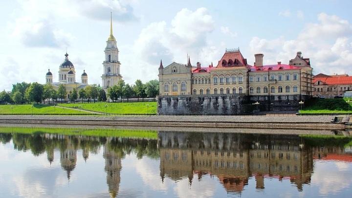 """Путин присвоил звание """"Город трудовой доблести"""" 12 городам"""