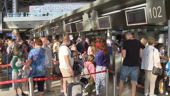 """Ростуризм предупредил об отмене грузопассажирских рейсов в """"закрытые"""" страны"""