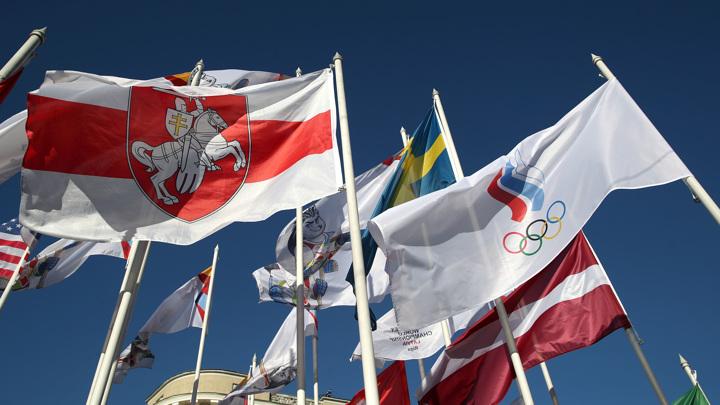 Вильнюс вслед за Ригой вывесил бело-красно-белый флаг Белоруссии